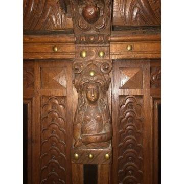 Dębowa Komoda z XVII wieku