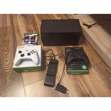 Xbox Series x + 2 pady + stacja ładowania + FIFA21