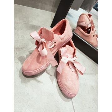 Buty różowe z kokardką
