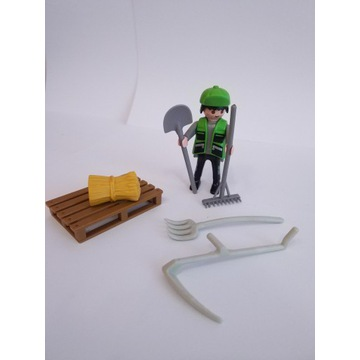 Playmobil rolnik, ogrodnik , narzędzia grabie kosa