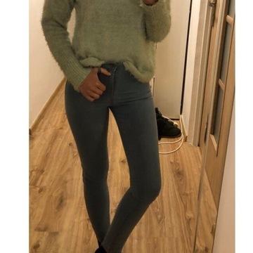 Jasne spodnie jeansowe rurki Pull&Bear XS