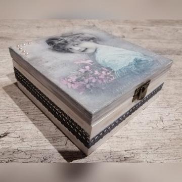 Drewniana szkatułka pudełko retro na prezent
