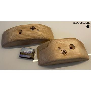 Dwa drewniane chwyty wspinaczkowe - ściski