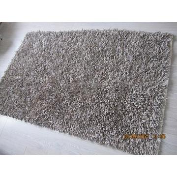 Szary dywan 170 x 110 pleciony z irchowych skórek