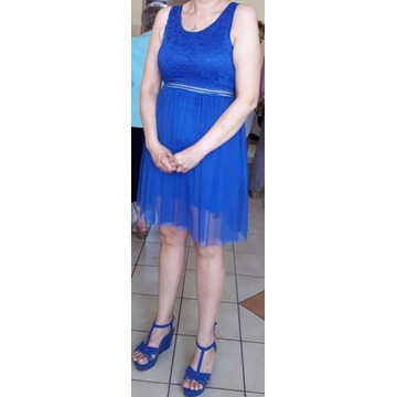 Krótka sukienka w kolorze chabrowym