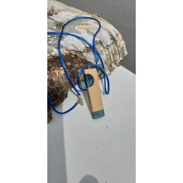 Naszyjnik z żywicy i drewna niebieski