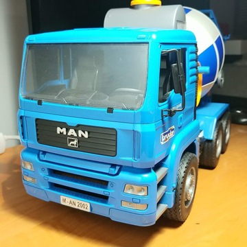 Zabawka betoniarka gruszka Bruder 02744 niebieska