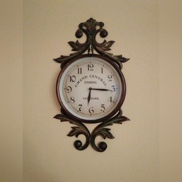 Metalowy wiszący zegar