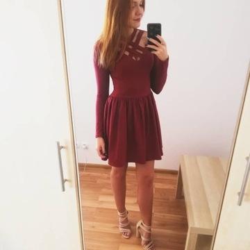 Bordowa sukienka z paskami
