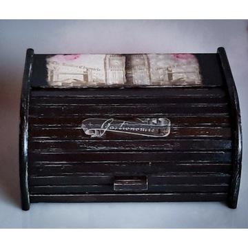 Czarny, drewniany chlebak, wzor Big Ben, handmade