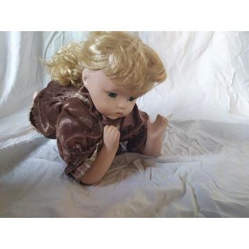 Kolekcjonerska Lalka porcelana vintage leżąca.
