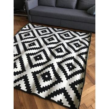 Dywan czarno biały Ikea