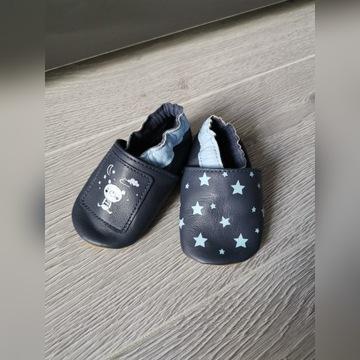 Buciki niemowlęce kapcie niechodki 16-17