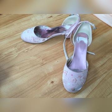 Buty dla księżniczki na bal przedstawienie