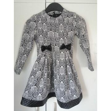 Cudowna Sukieneczka rozm. 128