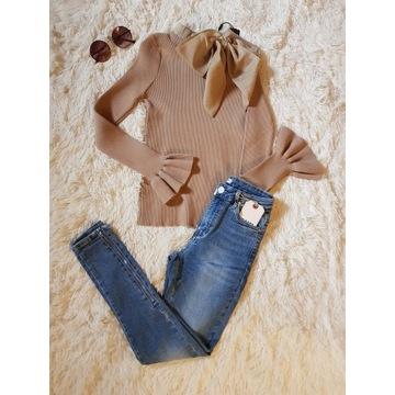 Sweterek z kokardą beżowy