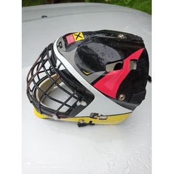 Kask hokejowy z kratą