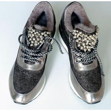 Buty sportowe z futrem - zdobione koralikami Ładne
