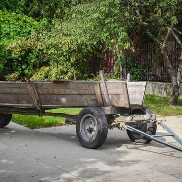 Nieduża przyczepa dwuosiowa do ciągnika - wóz