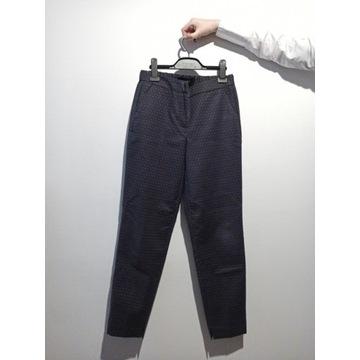 Garniturowe Spodnie reserved M Granatowe we Wzorki