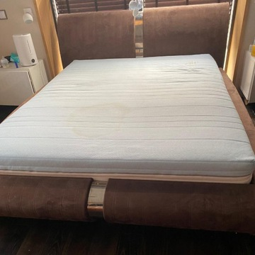 Łóżko 160x200 ze stelażem i materacem