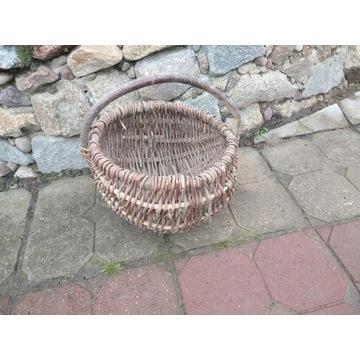 Stary wiklinowy koszyk