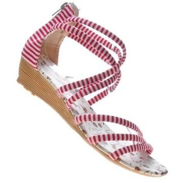 Czerwone sandały na niskim obcasie
