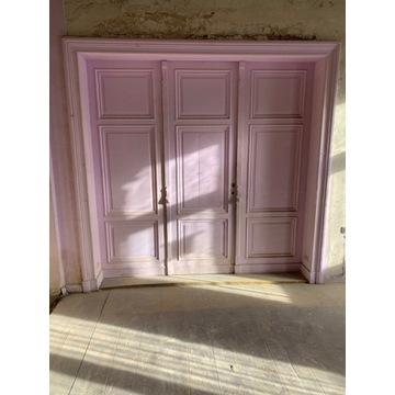 Drzwi z Starej Kamienicy z 1895 roku.
