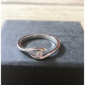 Pierścionek zaręczynowy z diamentem 0,073 ct