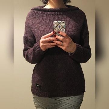 śliwkowy sweter