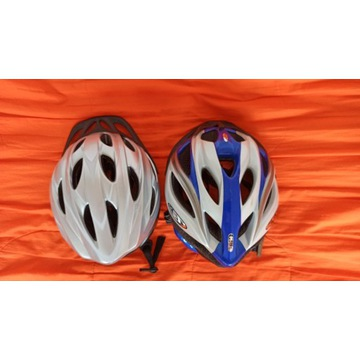Dwa kaski rowerowe.