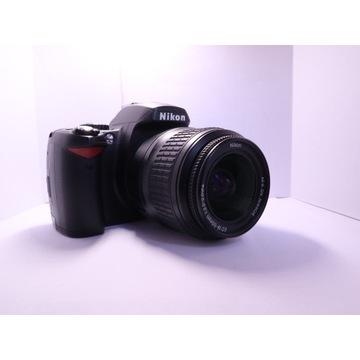 Aparat lustrzanka Nikon D40 oraz Nikkor 18-55