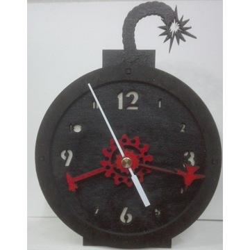 zegar biurkowy bomba