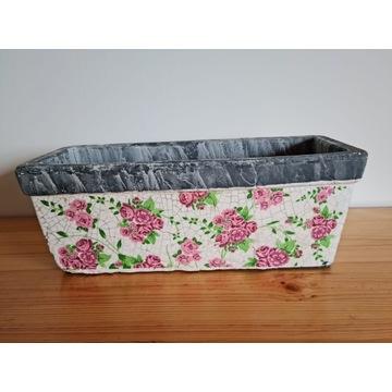 Ceramiczna doniczka kwiaty