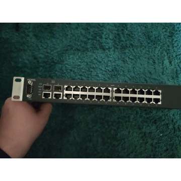 (Nortel 210-24T) 24-portowy przełącznik Ethernet