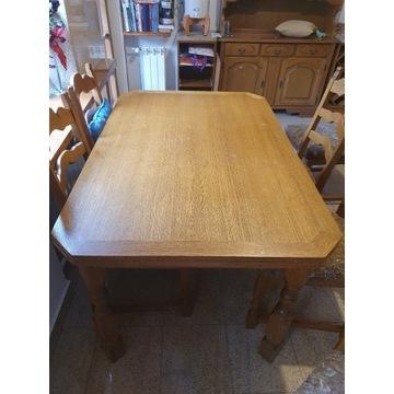 Duży dębowy stół