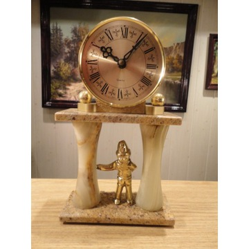 Zegar angielski z marmuru