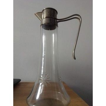 Stary dzbanek szklany z okuciem