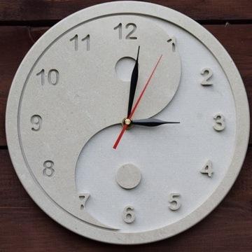 Kamienny zegar ścienny z białego marmuru