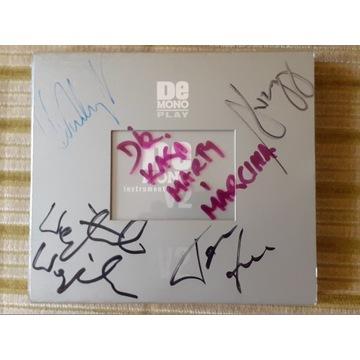 DE MONO PLAY + V2 2xCD, autografy