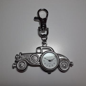 Zegarek w breloczku – stary samochód