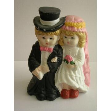 figurka posążek para młoda nowożeńcy ceramika tort