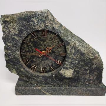 Zegar kominkowy , ozdobny z naturalnego kamienia