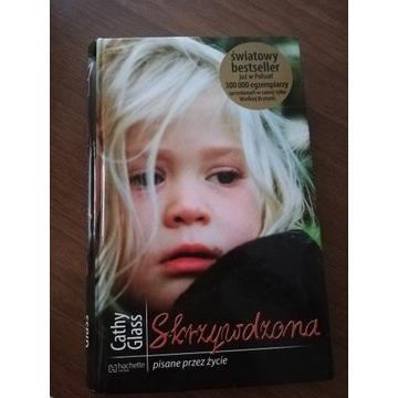 """Książka """"Skrzywdzona"""" Cathy Glass"""