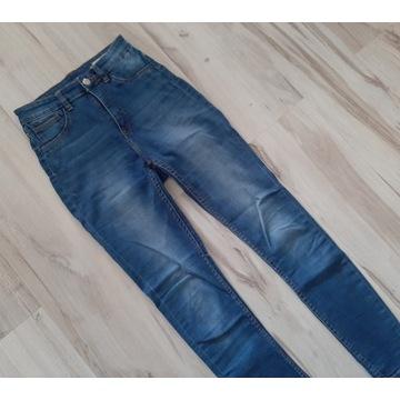 Spodnie z bardzo wysokim stanem jeansowe