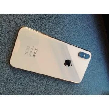 IPhone Xs z uszkodzoną szybką