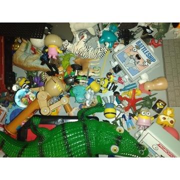 Szuflada z zabawkami figurki i inne
