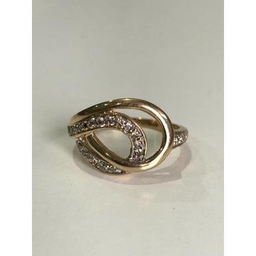 Złoty pierścionek z diamentami 0,35ct