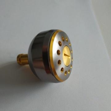 Knob , uchwyt kołowrotka - srebrny ze zlotym