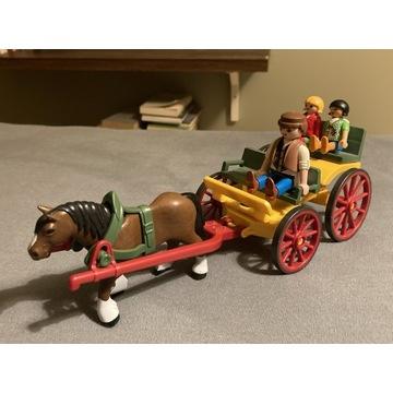 Wóz z koniem i ludzikami